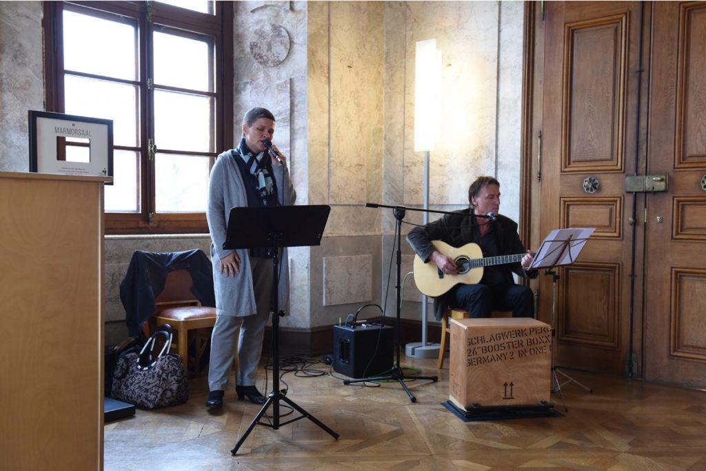 Brigitte Thaler singt mir Edmund Butscher im Marmorsaal